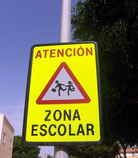 señales-fluorescentes-zona-escolar