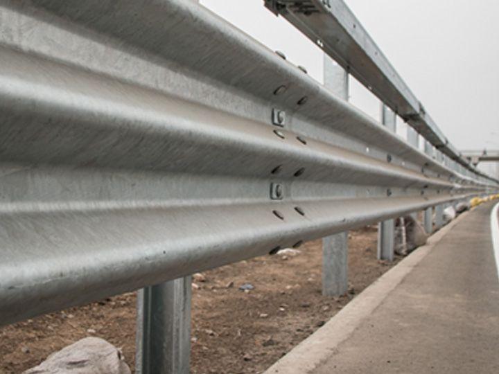 Barreras de seguridad esenciales para la seguridad vial - Barrera de seguridad ...